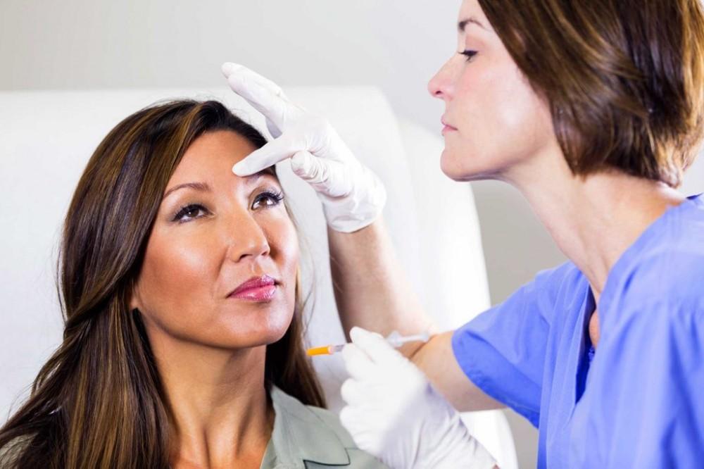 میکرونیدلینگ به علائم ناشی از پیری پوست کمک می کند